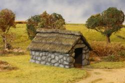 Stone/Thatched Outbuilding (Plastic Kit)